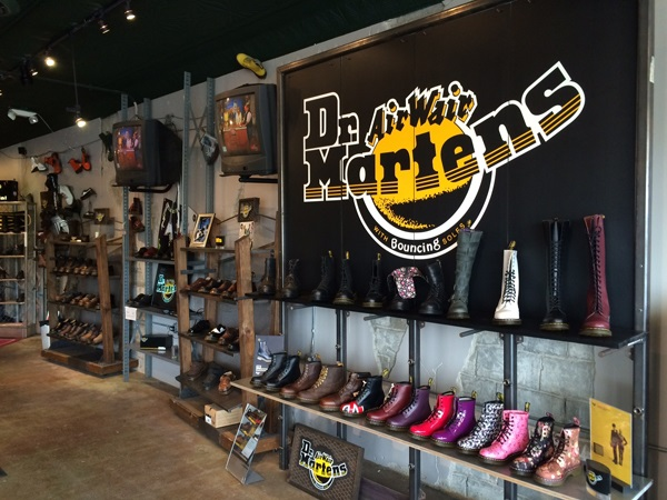 84b9c4a785 Dr. Martens - Chester Boot Shop